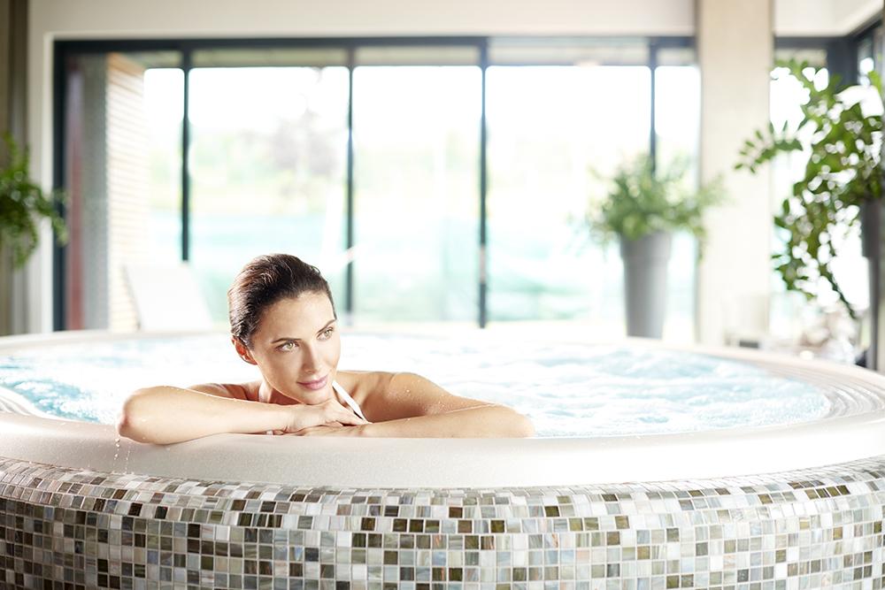 whirlpool-innenbereich-wellness-bm-poolbau+wellness-reutlingen